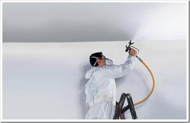 Покраска потолка водоэмульсионной краской краскопультом