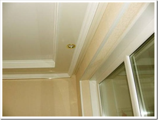Нужен ли плинтус на потолок?