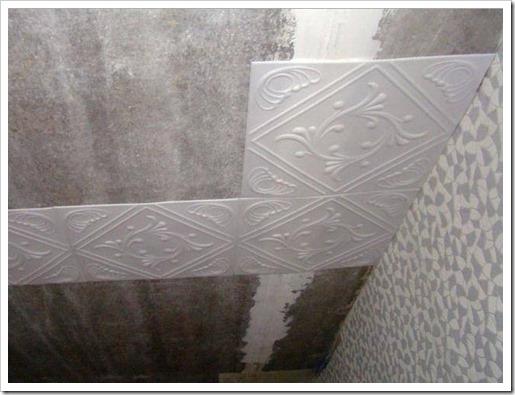 Как очистить потолок от плитки?