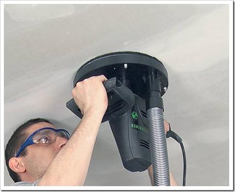 Как счистить побелку с потолка?