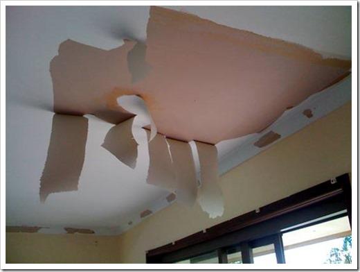 Как очистить потолок от обоев