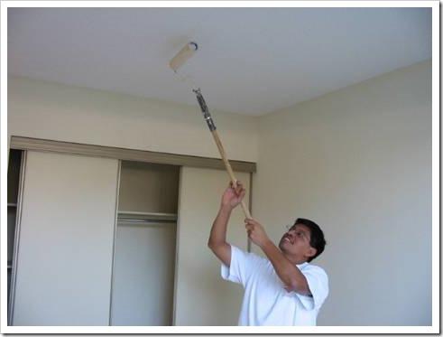Как правильно грунтовать потолок