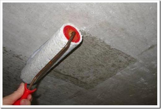 Чем лучше наносить грунтовку на потолок