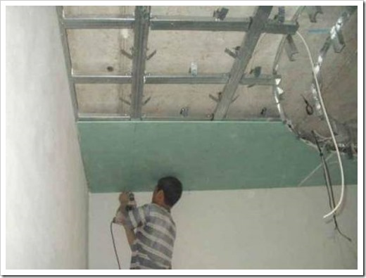 Как прикрутить гипсокартон к потолку?