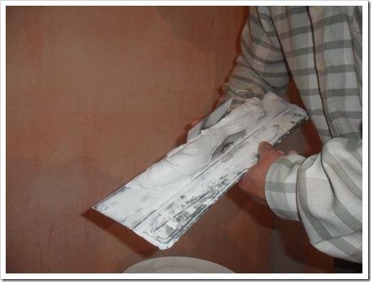 Как нанести шпаклевку на потолок?