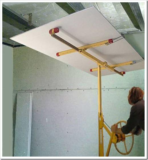 Как поднять гипсокартон к потолку?