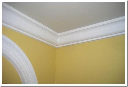 Полиуретановые плинтуса на потолок.