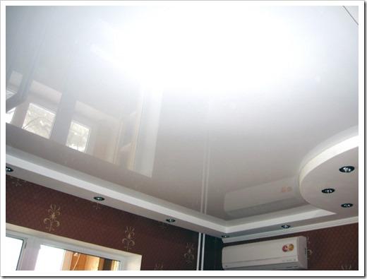 Что делать сначала: натяжной потолок или обои