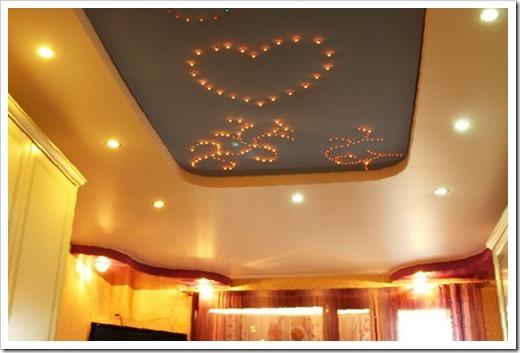 Достоинства и  недостатки светодиодных конструкций для натяжного потолка