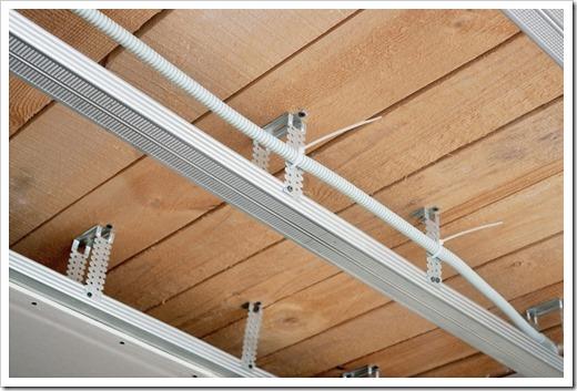 Монтаж подвесного потолка из ПВХ панелей