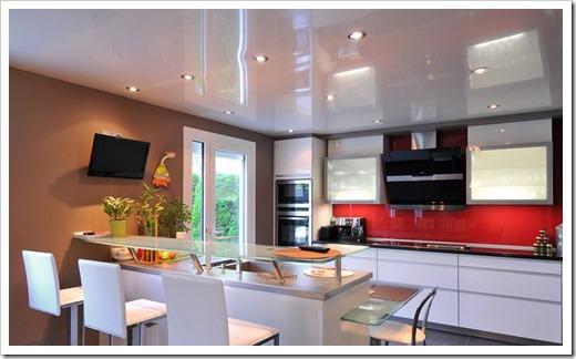 Выбираем натяжной потолок для кухни