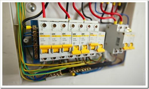 Сколько полюсов должно быть у автоматического выключателя?