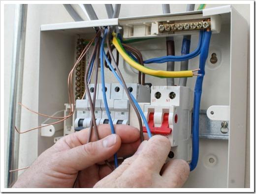 Выбирать автоматический выключатель требуется в привязке к проводнику